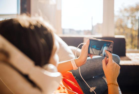 Ventajas de escuchar música y jugar con tu celular a la vez